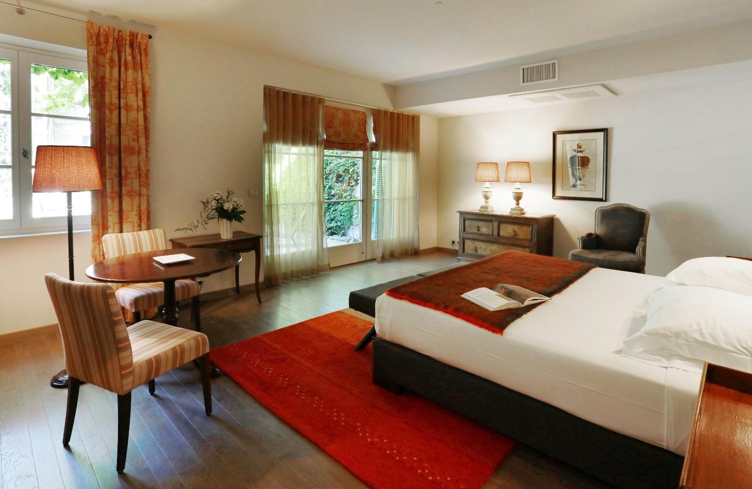 h tel luxe villeneuve les avignon le prieur. Black Bedroom Furniture Sets. Home Design Ideas